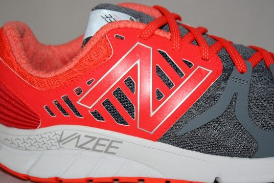 New Balance Vazee Rush - Logotipo Upper